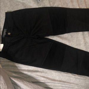 Francesca's size 28 black midrise Moto skinny jean
